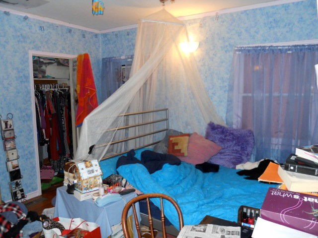High School Bedroom | Land of Laurel
