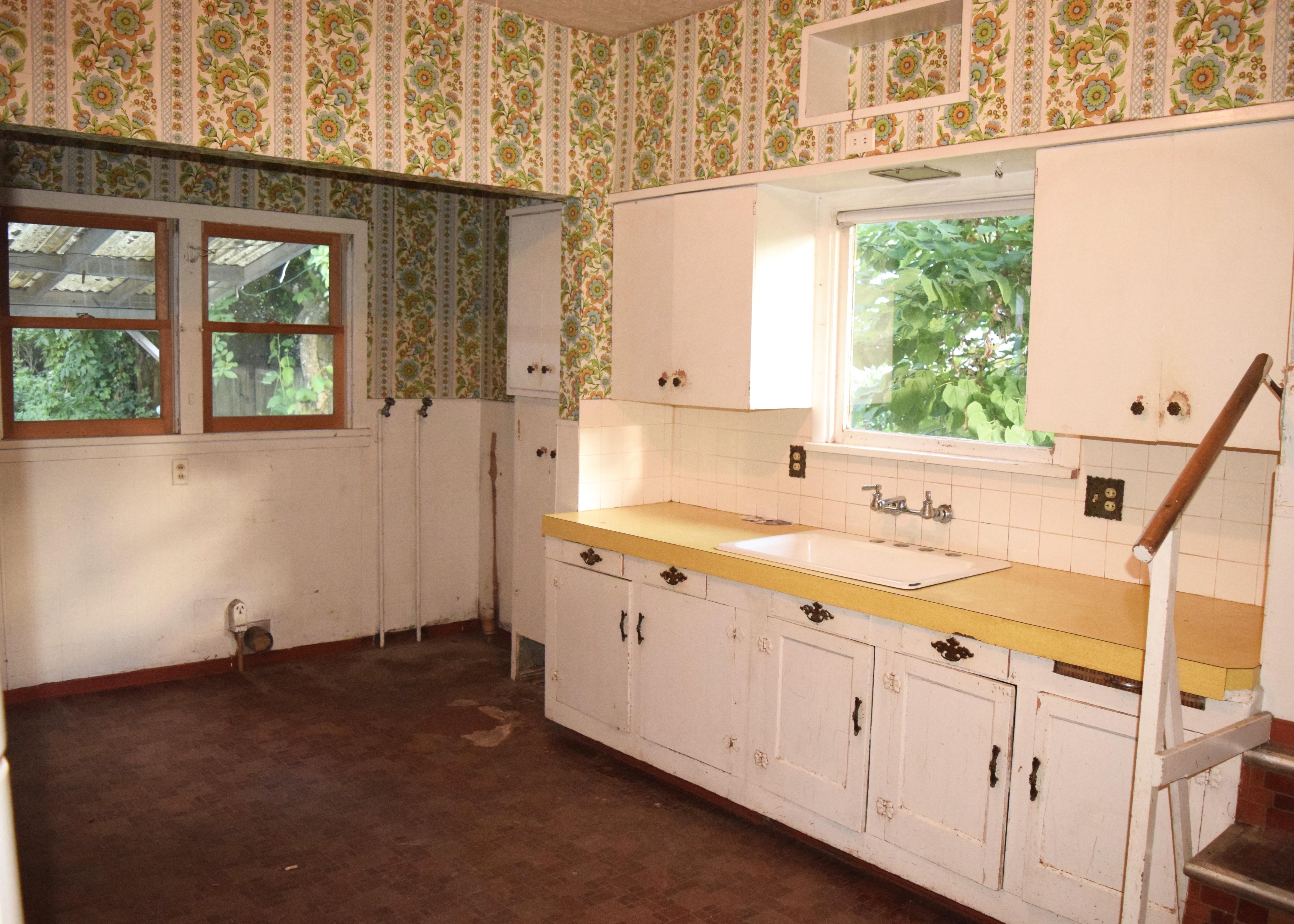 Berrybrier Kitchen Before | Land of Laurel
